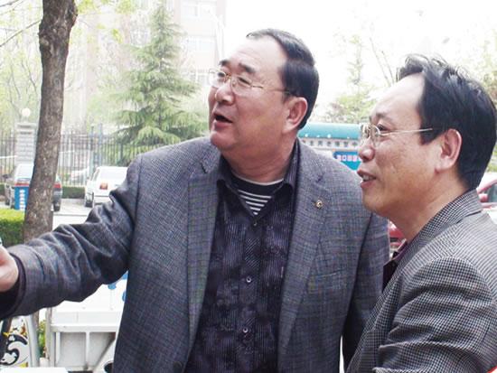 意丰公司董事长封官弼向省民政厅福利处处长邢洪锐汇报工作